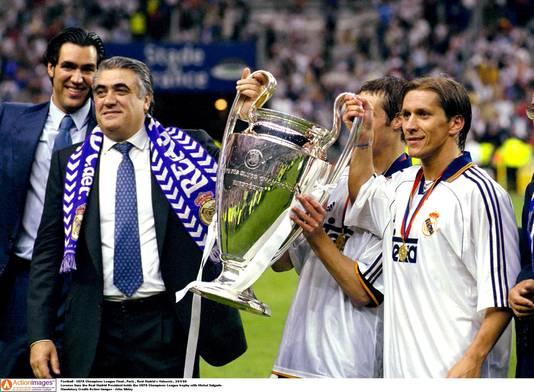 Lorenzo Sanz (l) en Michel Salgado met de Champions League in 2000.