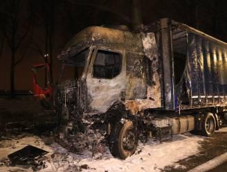 Trucker loopt zware brandwonden op nadat stuurcabine in brand vliegt