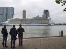 Volle kades voor grootste cruiseschip: 'Dit wilde ik niet missen'