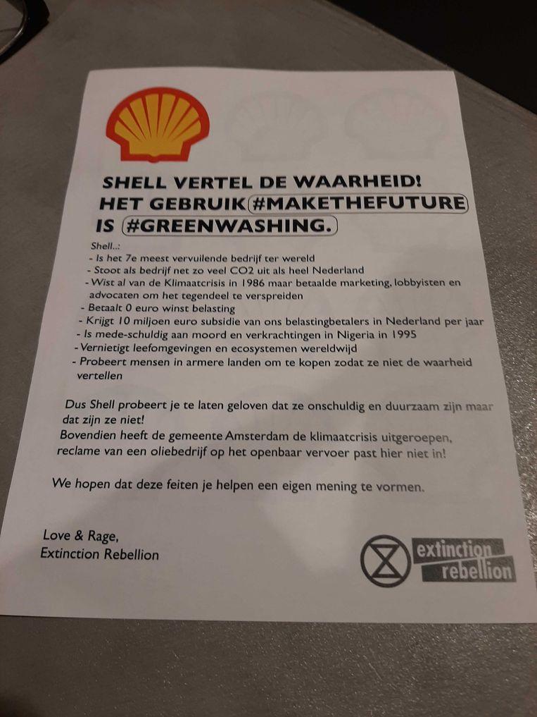 Pamflet dat activisten van Extinction Rebellion uitdeelden. Beeld Marc Kruyswijk