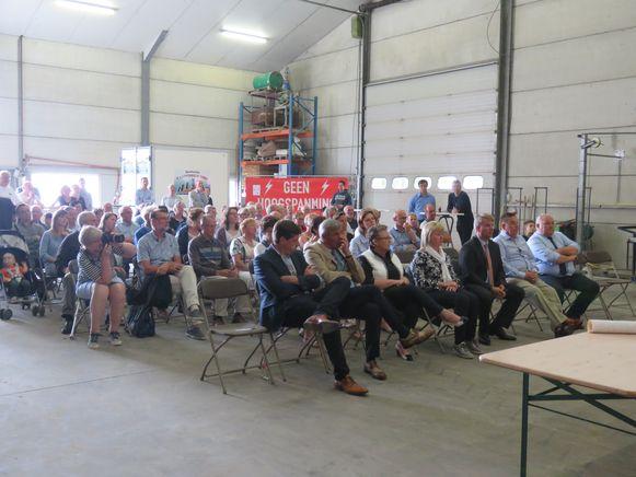 In de Ardooise landbouwloods waren honderd bezorgde bewoners aanwezig.