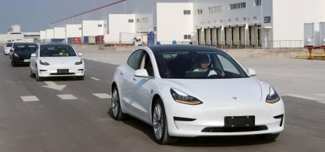Un conducteur enclenche le pilote automatique de sa Tesla et s'endort sur l'autoroute