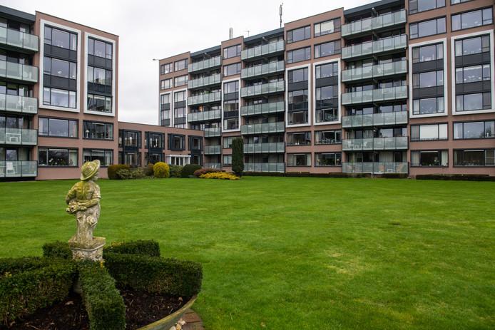 Appartementencomplex De Stadshaghen in Ommen voldoet volgens de gemeente niet aan alle brandveiligheidsnormen.