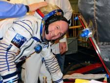 André Kuipers schenkt Nederlandse vlag uit ISS aan Rijksmuseum