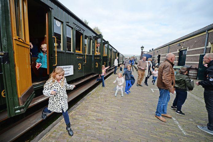 De Najaarsstoomdagen bij de MBS. Het toegestane maximum van 100 passagiers per trein werd niet gehaald.
