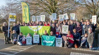 """Veel volk voor protestactie Natuurpunt: """"Intriest dat Roeselare het eigen groenpatrimonium verkoopt"""""""