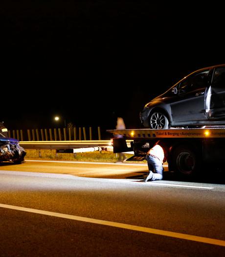 Geen gewonden bij aanrijding tussen twee auto's op A73