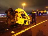 Duitse auto rijdt hard achterop busje op A2 bij Best, een bestuurder gewond