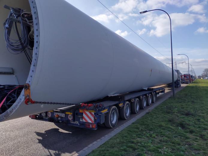 Het enorme gevaarte is op transport naar Polen gezet.