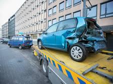 Bestuurder valt in slaap en rijdt twee auto's total loss in Arnhem