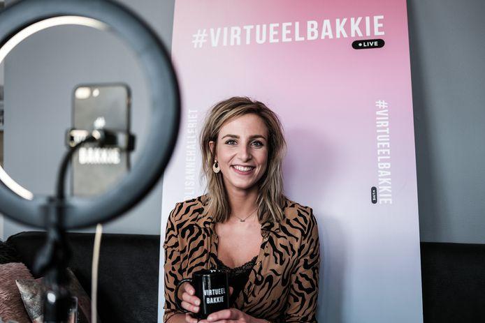 Lisanne Halleriet gaat drie keer per week live op Instagram met '#virtueelbakkie'.