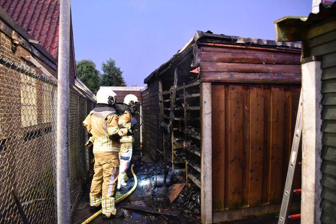 Brand in schuren aan de Rietstraat in Almelo.