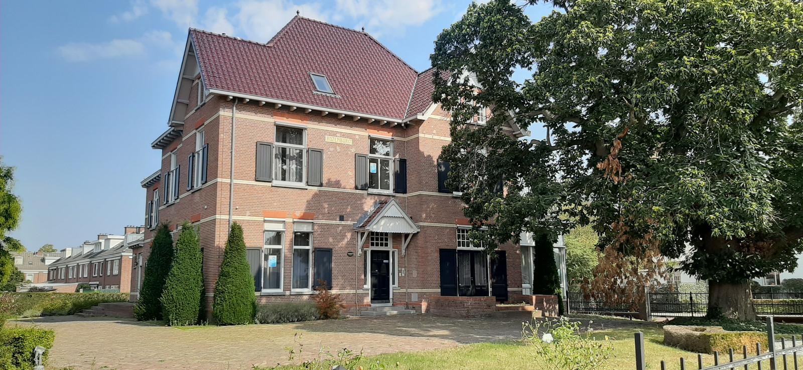 Villa Rozenburg werd in 1912 gebouwd aan de Hoofdstraat in Schijndel door de familie Bolsius.