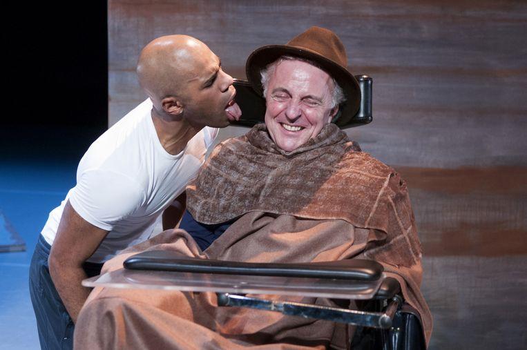 Cyriel Guds en Huub Stapel op het podium tijdens de voorstelling Intouchables. Beeld Joris van Bennekom