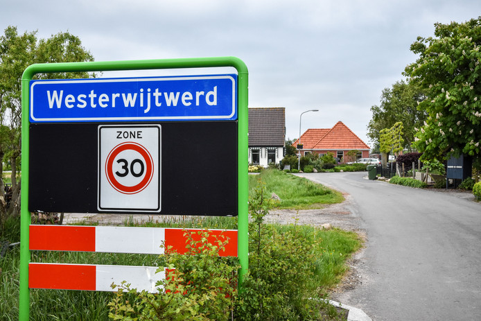 Het epicentrum lag in het dorpje Westerwijtwerd.
