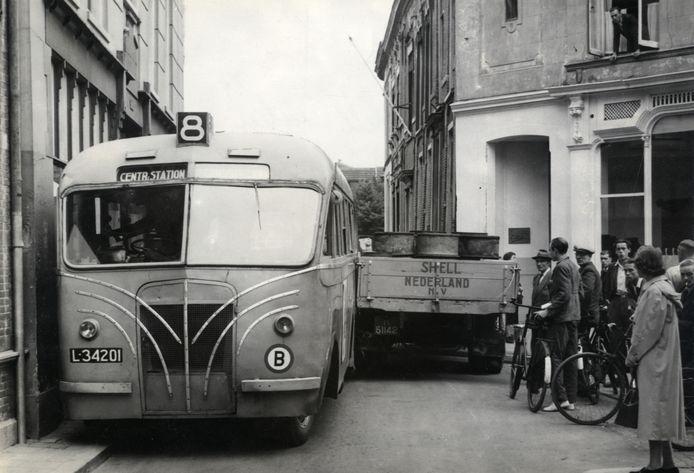 Vastlopend verkeer in de jaren 50.