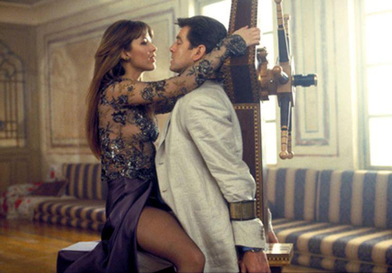 Sophie Marceau en Pierce Brosnan in The World is Not Enough. Beeld