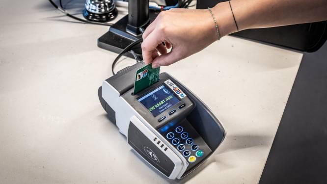 Dieven kijken mee over schouder, stelen bankkaart en halen rekening leeg: twee daders opgepakt
