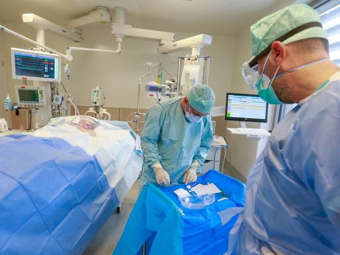 """Ziekenhuizen zien extreme toestroom, met dramatische gevolgen: """"Vanochtend overleed patiënt die we niet meer aan machine konden leggen"""""""