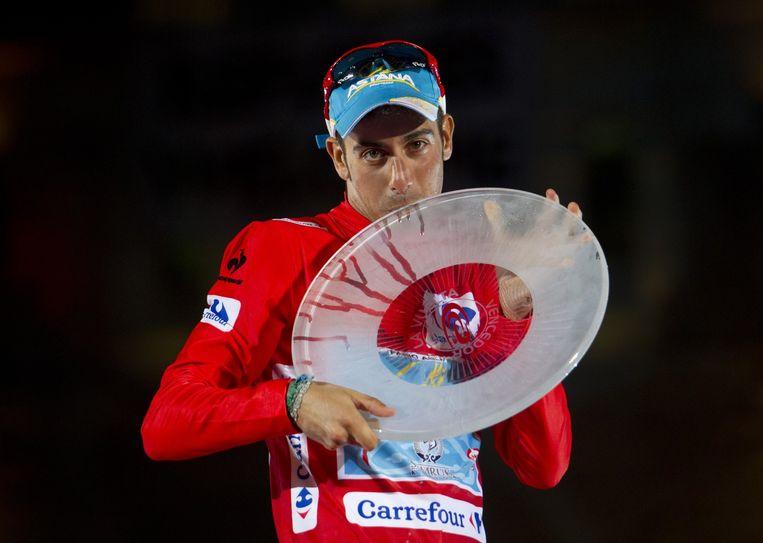 Aru na zijn overwinning in de Vuelta Beeld anp