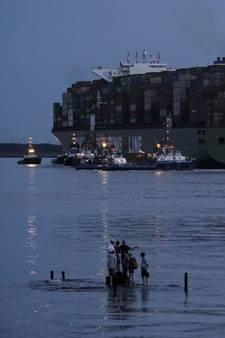 Bij Bath gestrand schip voor controle naar Rotterdam