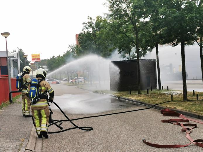 In een elektriciteitshuisje aan de Spaceshuttle in Amersfoort is gistermiddag brand ontstaan.