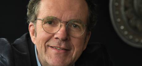 Oud-journalist Koen Mijnheer vertelt nog altijd verhalen, maar nu als ritueelbegeleider bij uitvaarten