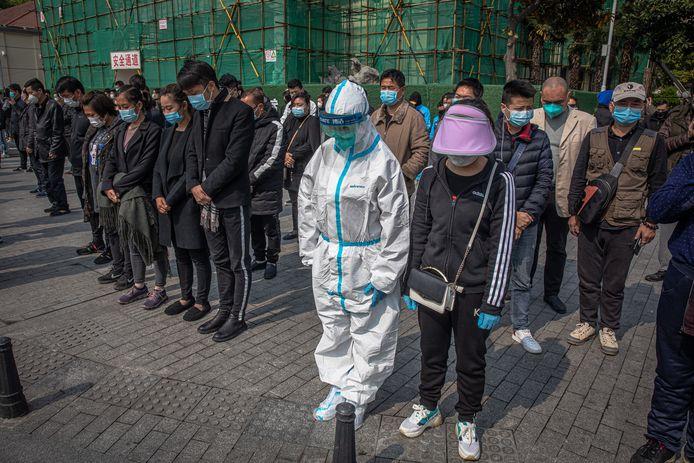 Drie minuten stilte voor de doden die vielen in brandhaard Wuhan.