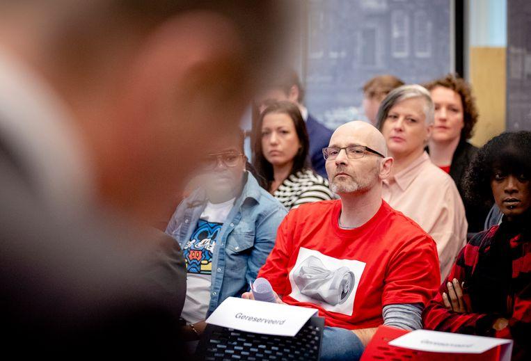 Gedupeerde ouders tijdens de persconferentie over het eindrapport van de adviescommissie uitvoering toeslagen. Beeld ANP