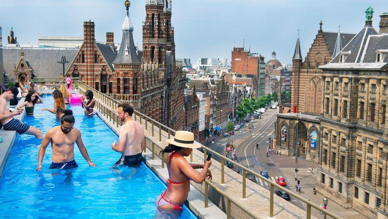 Inbegrepen bij de prijs: het zwembad op het dak van het hotel. Beeld anp