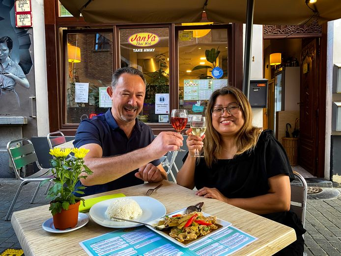 Jan en Yaya organiseren Spicy Challenge in hun Thais restaurant JanYa: wie een superpikant gerecht bestelt, krijgt een gratis drankje.
