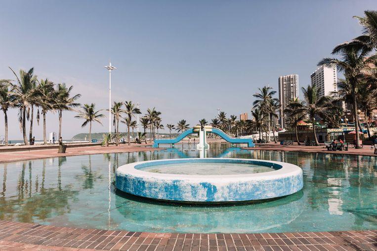 De kust bij Durban, Zuid-Afrika, is vrijwel verlaten. Beeld AFP