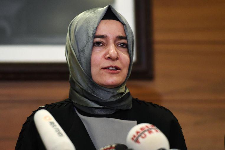 De AIVD en NCTV hebben aanwijzingen dat de Turkse minister van Gezinszaken Kaya per auto Rotterdam probeert te bereiken. Beeld afp