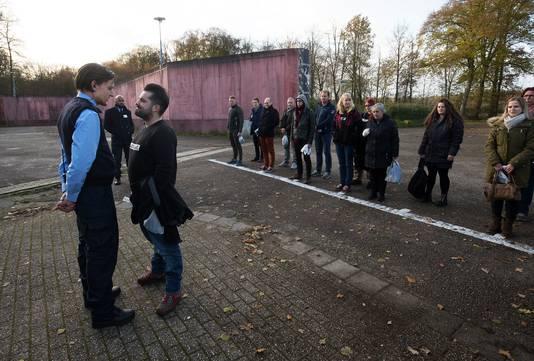De eerste groep deelnemers aan het spel Prison Escape bij voormalige gevangenis De Kruisberg. Foto: Theo Kock