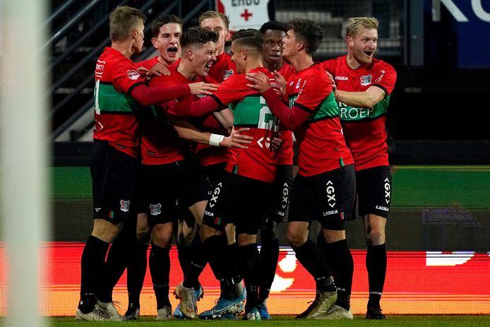 NEC viert een goal tegen TOP Oss. Het is de vraag of de Nijmeegse eerstedivisionist dit seizoen nog in actie komt.
