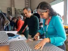 Heleen uit Afghanistan stikt zonder speld: dat oogst bewondering in het nieuwe naaiatelier van Oisterwijk