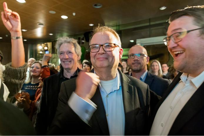 Tevredenheid bij de VVD tijdens de verkiezingsavond. Met lijsttrekker Jan Hoskam (gebalde vuist), fractievoorzitter Ralph Geers (rechts) en Andre Rotman (midden).