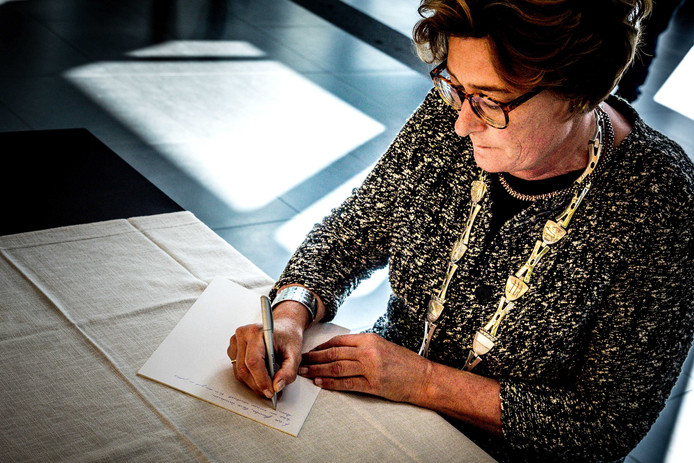 Burgemeester Wobine Buijs opent eind september het condoleanceregister voor de nabestaanden van de slachtoffers van het spoordrama is Oss.