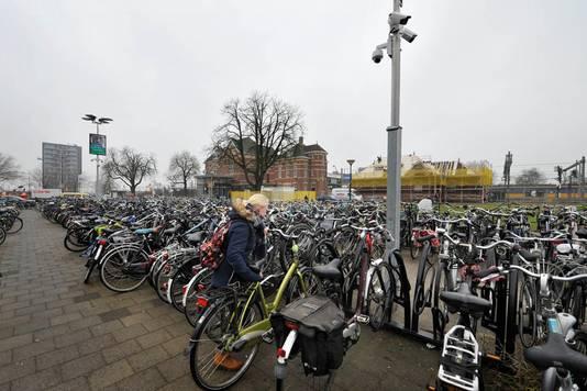 Camera's bekijken je op station Woerden.