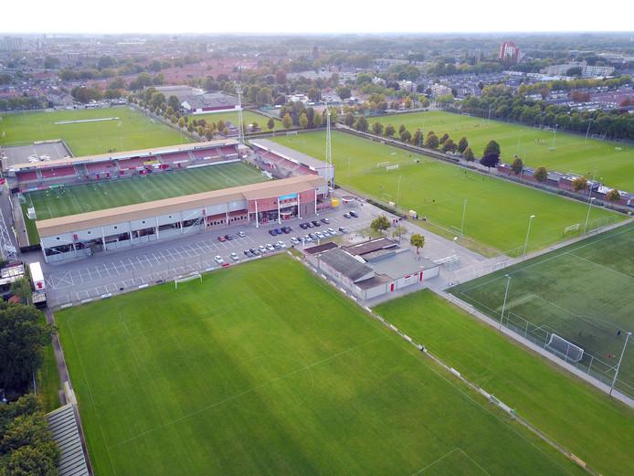 Het huidige stadion van Helmond Sport, gezien vanuit het oosten.