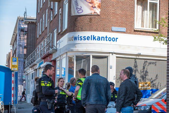 De plek waar de politie de waarschuwingsschoten loste aan de Dorpsweg in Rotterdam-Zuid.