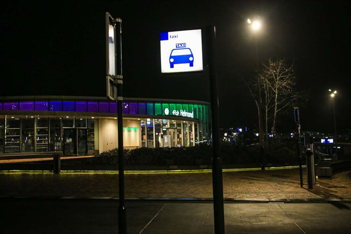 Het slachtoffer zou door een taxi opgepikt zijn bij station Helmond.