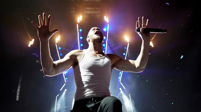 Zanger Dan Reynolds van Imagine Dragons tijdens een concert in Barcelona.