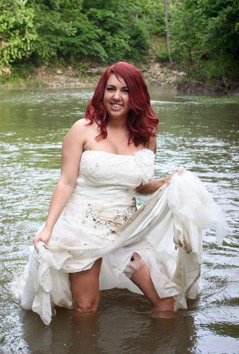 Ontgoochelde Bruid Steekt Haar Trouwjurk In De Fik Nu Voel