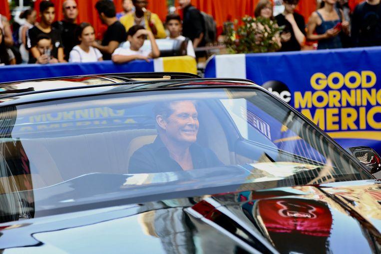 David Hasselhoff kruipt opnieuw achter het stuur van KITT.