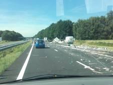 File door aan gort gereden caravan op A18 bij Didam