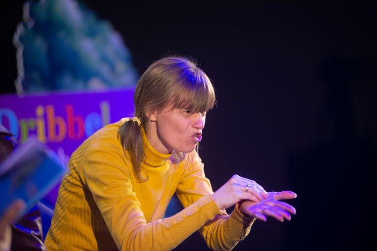 dankzij een tolk in gebarentaal konden ook dove en slechthorende kinderen gezellig mee volgen.