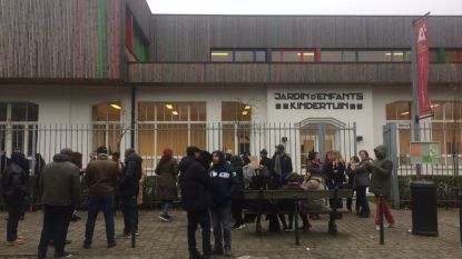 Sit-in aan de schoolpoort voor kleuter die in kasteelvijver viel