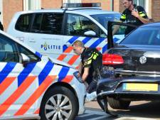Agenten met getrokken wapen houden verdachte van ernstige bedreiging aan in Deurne