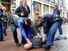 Hardhandige arrestatie in Deventer vanwege ID-kaart: 'Sven heeft alles gefilmd!'